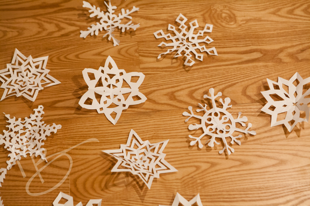 paper snowflakes (6 of 6)